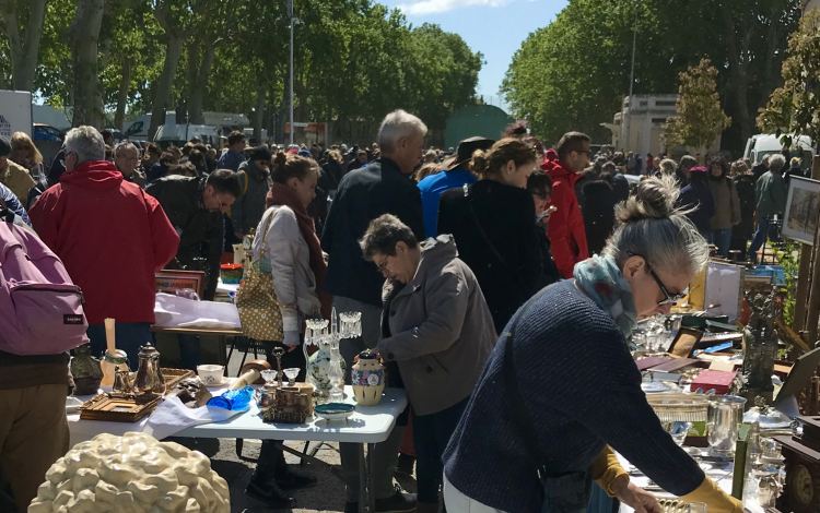 Pezenas-Deballage-antiquaires-2-Durrieu