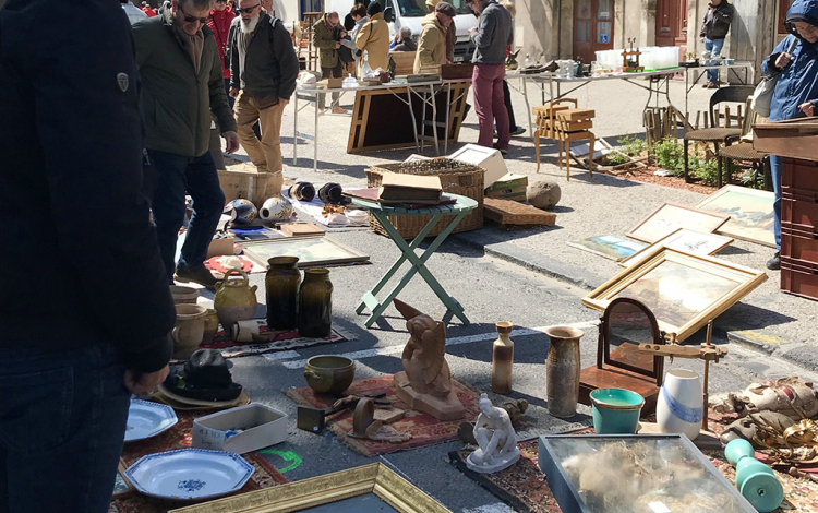Pezenas-deballage-antiquaires-1-Durrieu