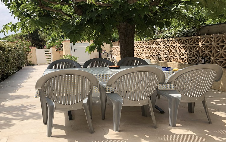 2 Terrasse ext. IMG_6993 Table 6 chaises -2 .jpg TOURINSOFT