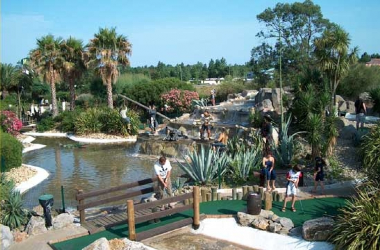 MINI GOLF CALIFORNIEN
